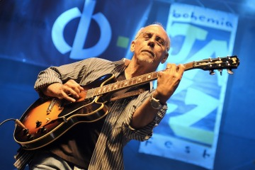 Larry Carlton BJF 2010